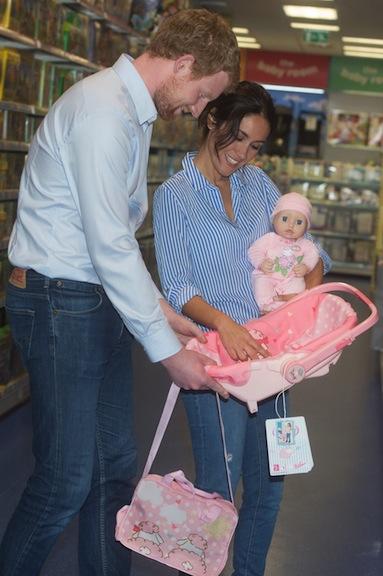 Make-believe royal family shopping