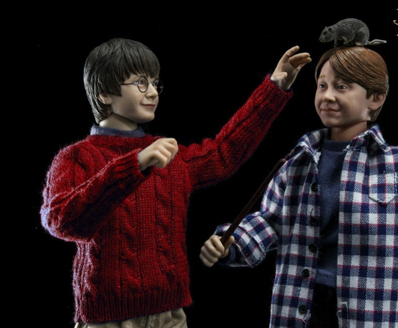 The Christmas versions of Harry, Ron, and Hermione also feature a change of clothing into casual, everyday wear. Here, Harry interacts with Ron and Ron's pet rat, Scabbers. Photo courtesy of Star Ace Toys