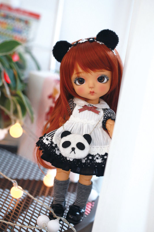 Panda Girl ver. S.belle is part of Latidolls' new Lime size (26 cm, about 10.25 inches) line of resin BJDs. Her panda-themed outfit comes complete with a panda-ear headpiece and a panda-face bag.