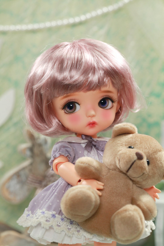 Sweet Bubble Violet ver. S.belle depicts a flower-loving little child in Latidolls' new Lime size.