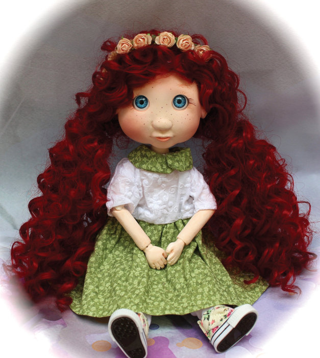 Pollard began creating BJDs in 2018, including 11-inch Lulu. The artist created the doll's wig and clothes, except for her shoes.