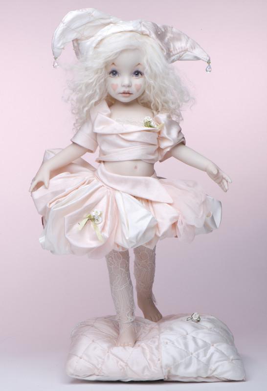 Crème de la Rose is a 12-inch all-porcelain OOAK costumed by Londie Phillips.