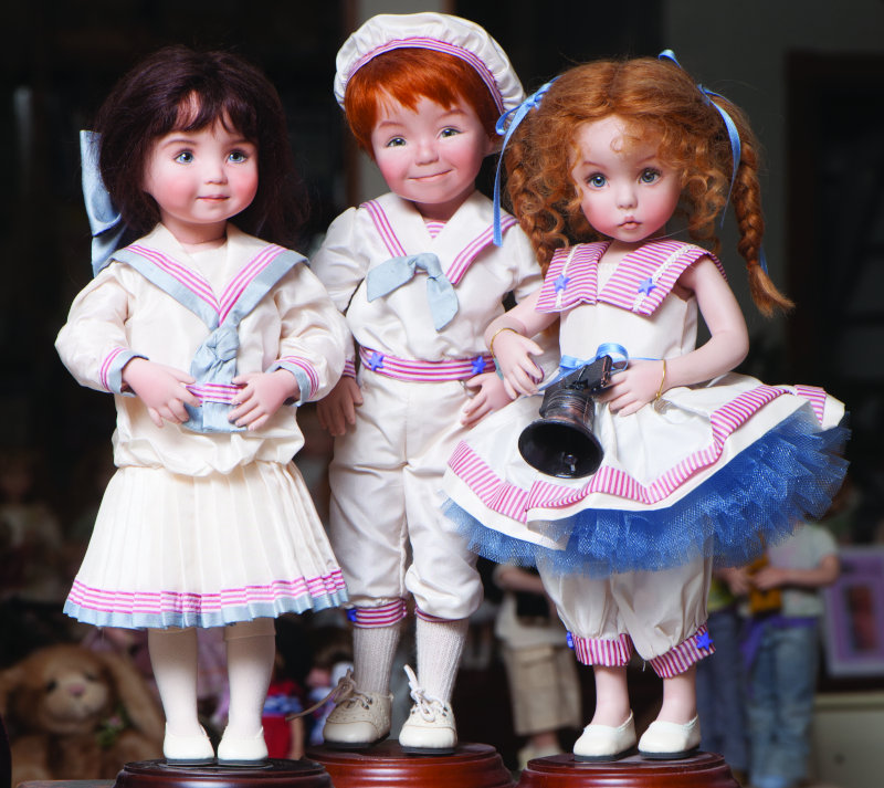Little Miss Liberty Belle and her companions, Yankee Doodle and his sweetheart, are 12-inch all-porcelain dolls. A limited edition of Little Miss Liberty Belle dolls were given as a souvenir at a UFDC regional meal event at the 2007 IDEX Show in Orlando, Fla. These were made in Effner's studios.