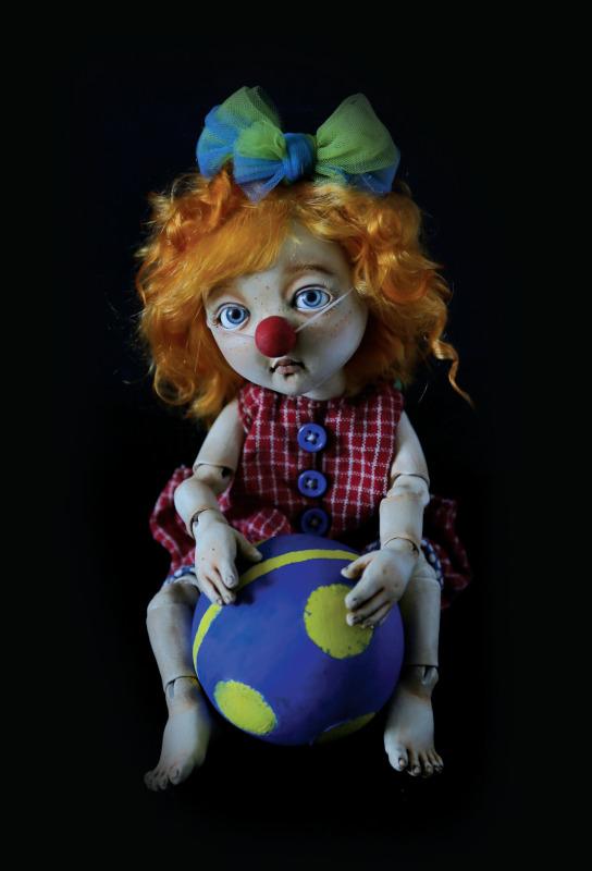 Natasha the Clown, 27 cm (10.6 inches)