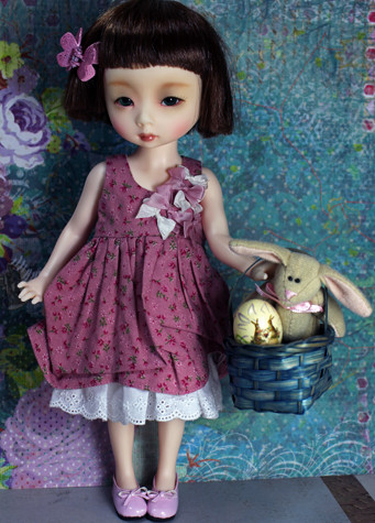 Nadine Bandler: Dollmore Mona with Easter basket