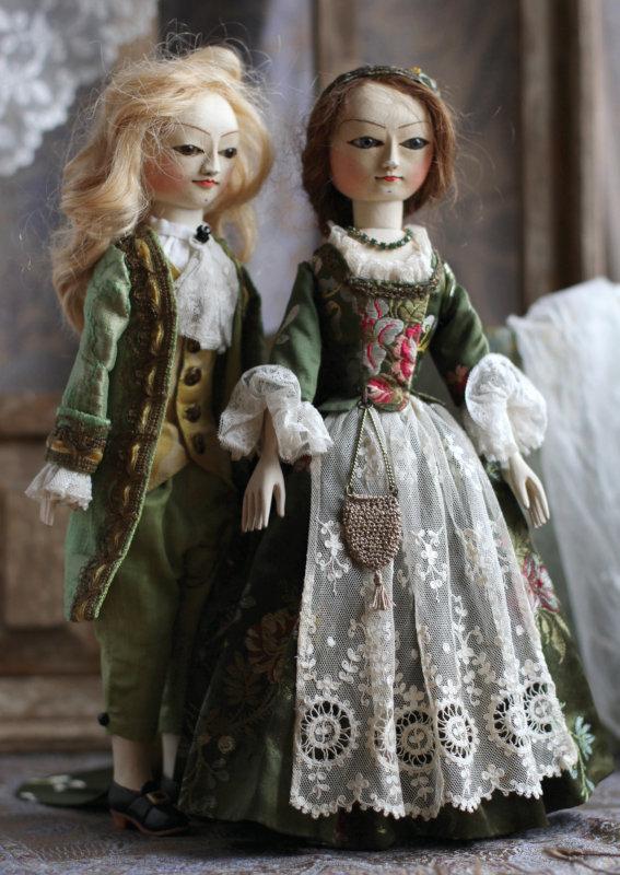Mordvinkova's Queen Anne-style dolls.