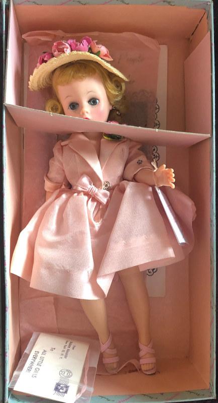 Cissette in pink dress