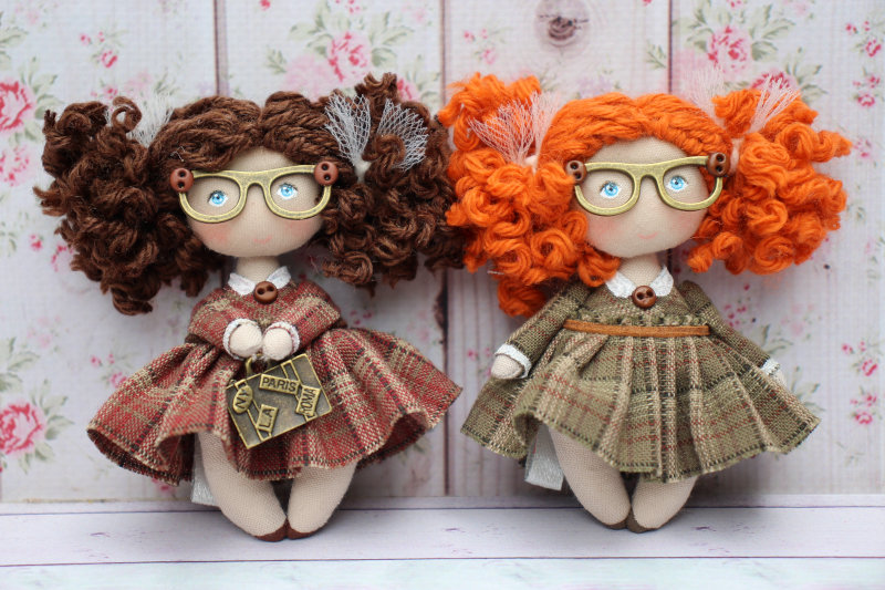 Moppet Dolls are 1/12 scale cloth dolls handcrafted by French dollmaker Natasha Tereza.