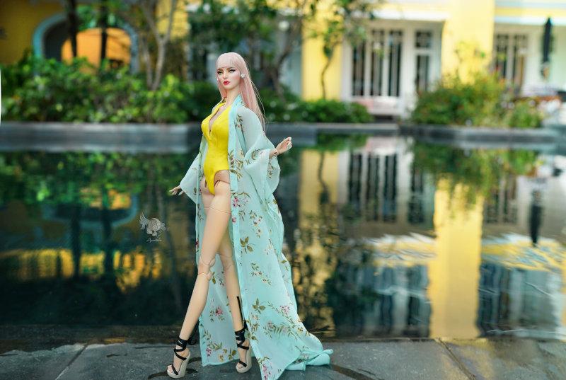 Lam in beachwear