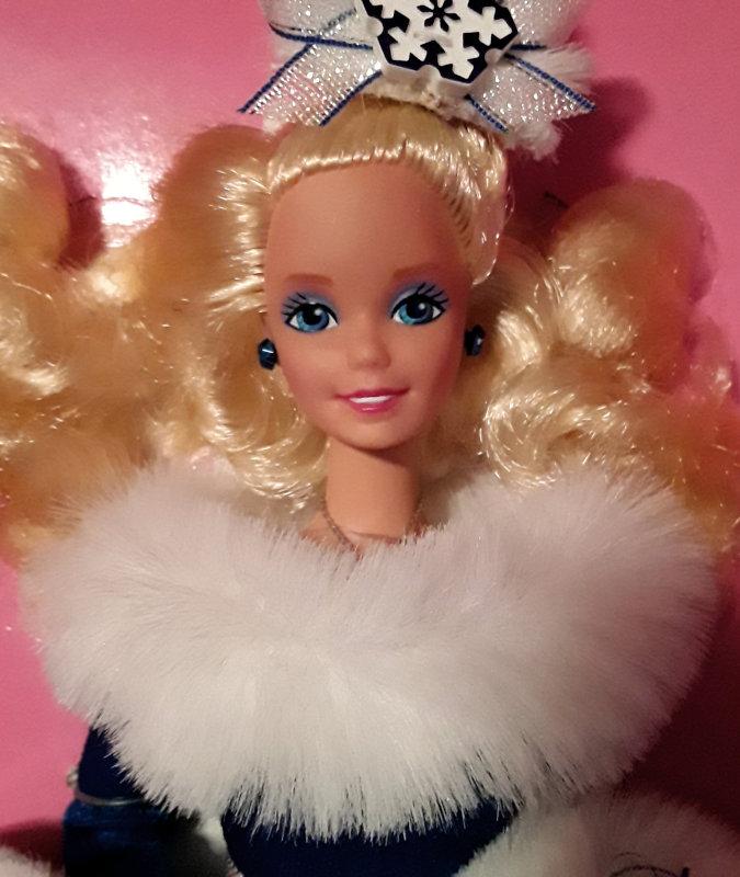 FAO Schwarz 1990 Winter Fantasy Barbie closeup